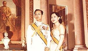 พระราชประวัติ พระราชินี สมเด็จพระนางเจ้าสิริกิติ์ พระบรมราชินีนาถ ชม ภาพพระราชินี รูปพระราชินี อ่าน กลอนพระราชินี ติดตาม พระบรมราโชวาท พระราชดำรัส โครงการพระราชดำริ และ พระราชกรณียกิจ ของ พระราชินี